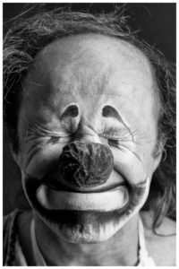AnatoliAkerman_Clown_PhysicalComedian_Schwarzundweiß
